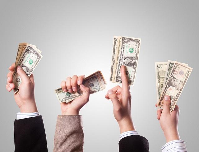Foto dinero en manos